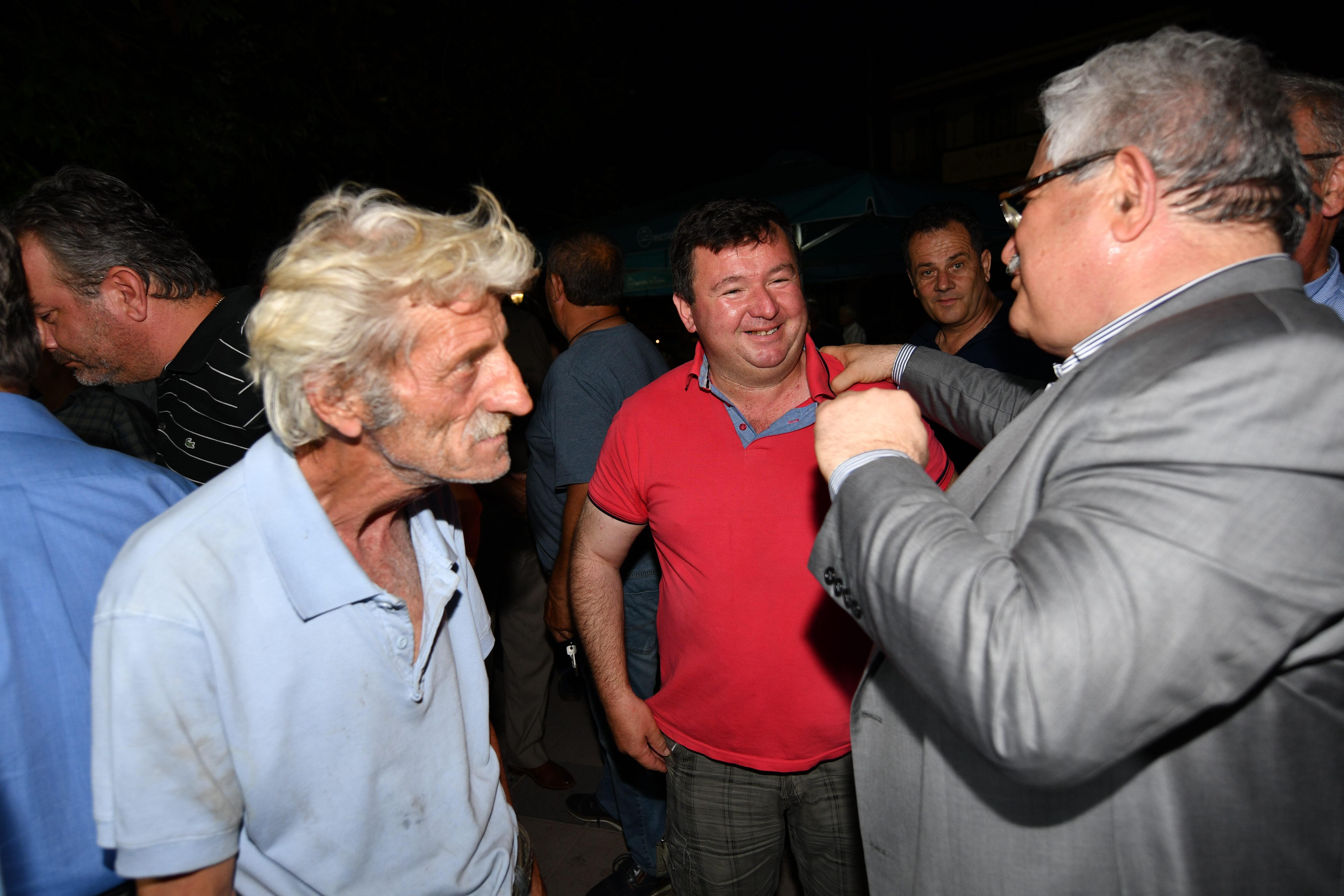Καταχειροκροτήθηκε από πλήθος κόσμου ο βουλευτής Ηλείας και πρ. υπουργός Κώστας Τζαβάρας στην πλατεία Κρεστένων (photos)