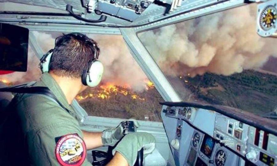Η φρίκη της φωτιάς στην Eυβοια όπως φαίνεται από το πιλοτήριο ενός canadair ...