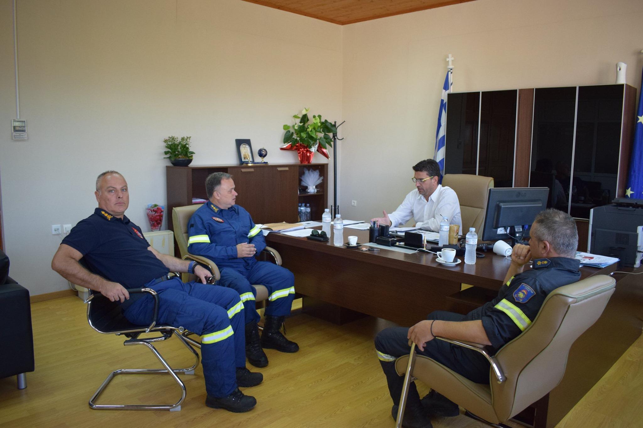 Δήμος Ανδραβίδας-Κυλλήνης: Εθιμοτυπική επίσκεψη στον Δήμαρχο Γιάννη Λέντζα από τον Διοικητή Πυροσβεστικής Υπηρεσίας Πύργου (photos)
