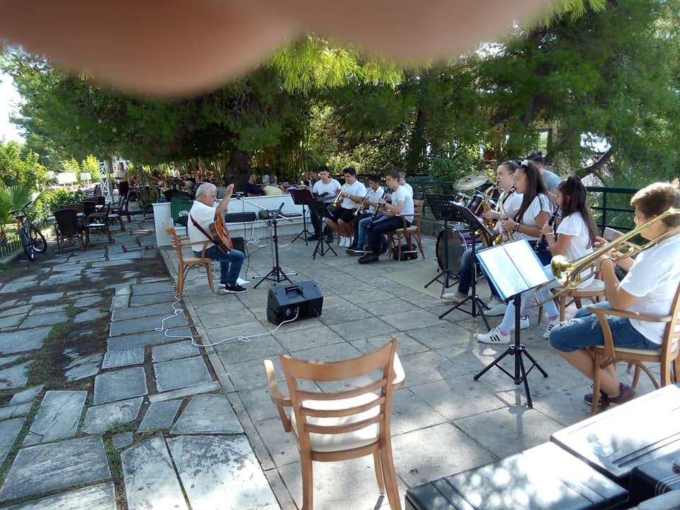 Πύργος: Και χθες το πρωί Σάββατο 26 Σεπτεμβρίου μέλη της Φιλαρμονικής Πύργου Απόλλων πρόσφεραν μια όμορφη συναυλία με μουσικά ακούσματα στο Επαρχείο (Photos)