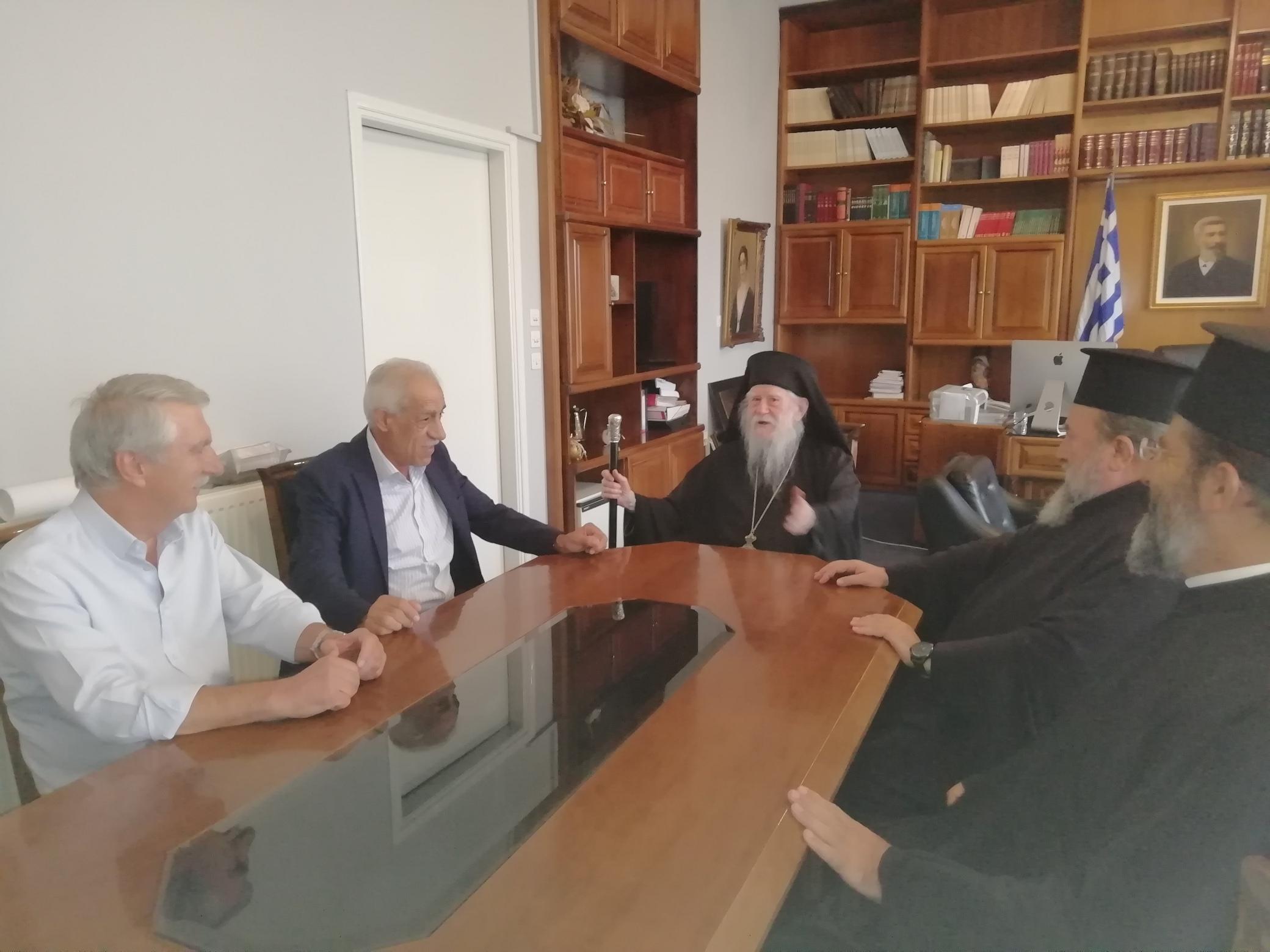 Αμαλιάδα: Εθιμοτυπική επίσκεψη του Μητροπολίτη Ηλείας κ.κ. Γερμανού στον Δήμαρχο Ήλιδας Γιάννη Λυμπέρη - Ευχές για να συνεχίσει το έργο του (photos)