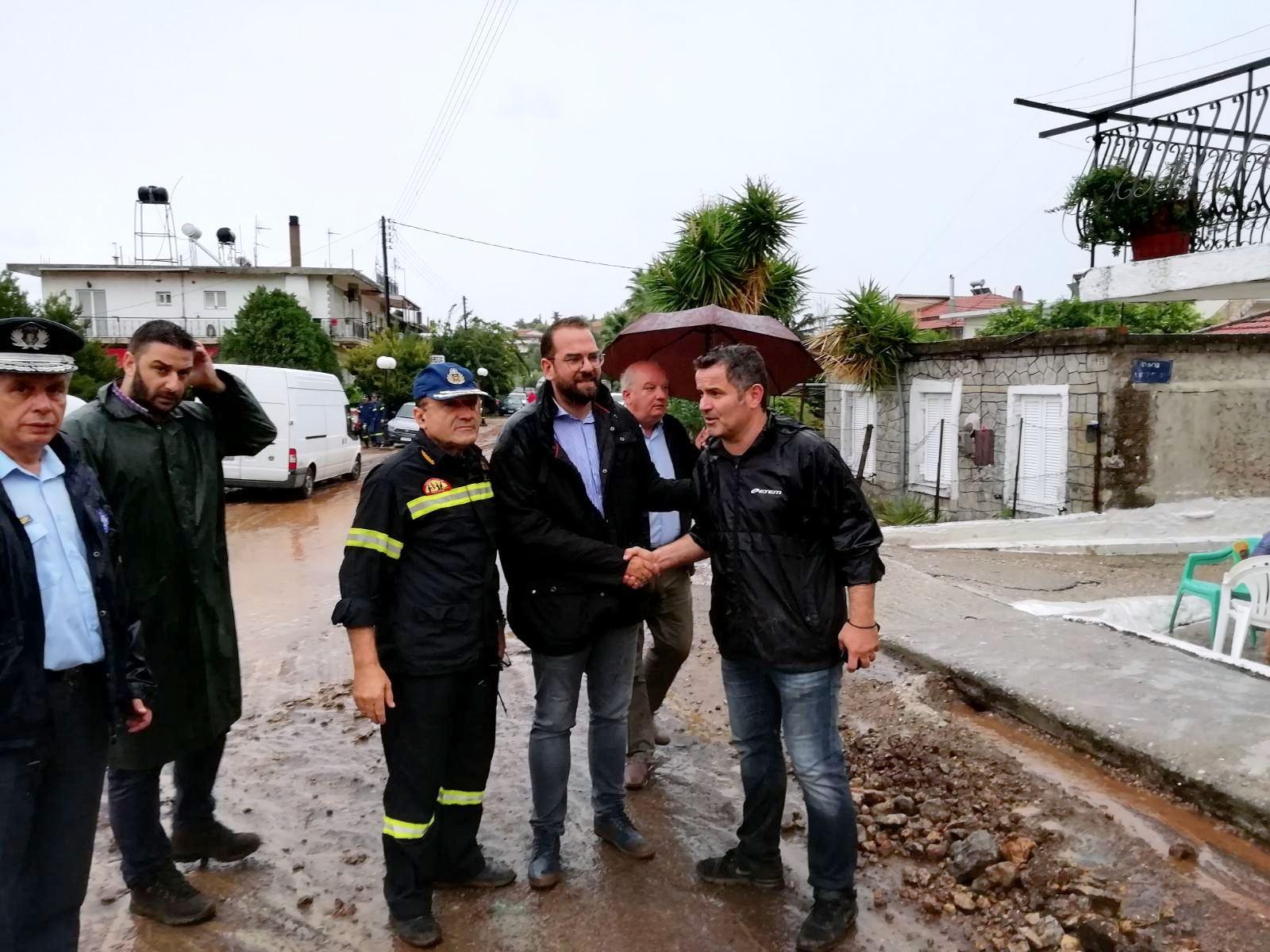 Ο Περιφερειάρχης Δυτ. Ελλάδας σε πληγείσες περιοχές της Αιτωλ/νίας - Ν. Φαρμάκης: «Είμαστε απέναντι σε δύο μέτωπα: Στην κλιματική αλλαγή και στο έλλειμμα υποδομών πολλών ετών»