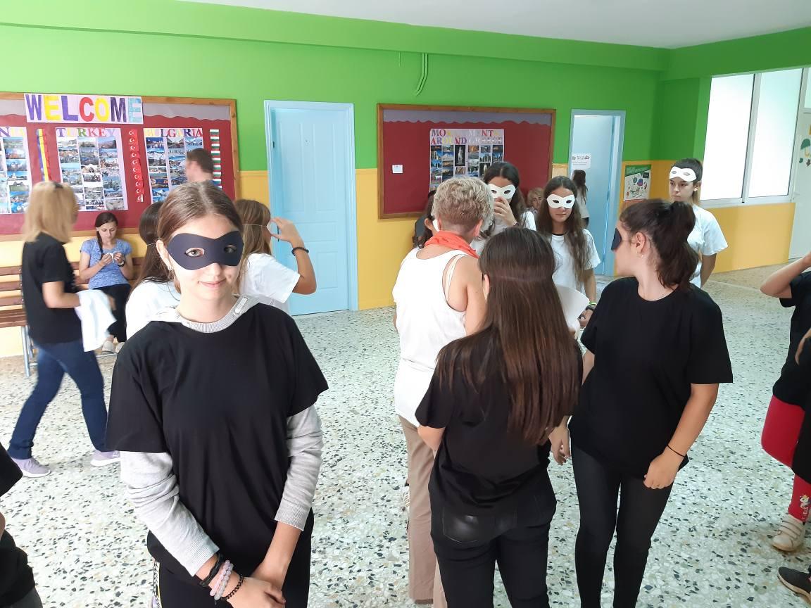 Δημοτικό Σχολείο Σκουροχωρίου: Δρώμενο για την Ειρήνη (photos)