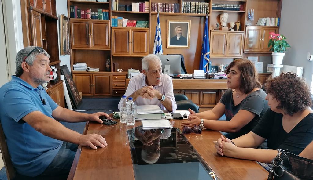 Συνάντηση του δημάρχου Ήλιδας Γ. Λυμπέρη με την Φιλοζωική Ομάδα Αμαλιάδας- Λύνεται προσωρινά το πρόβλημα με τα αδέσποτα μέχρι την δημιουργία καταφυγίου (photos)
