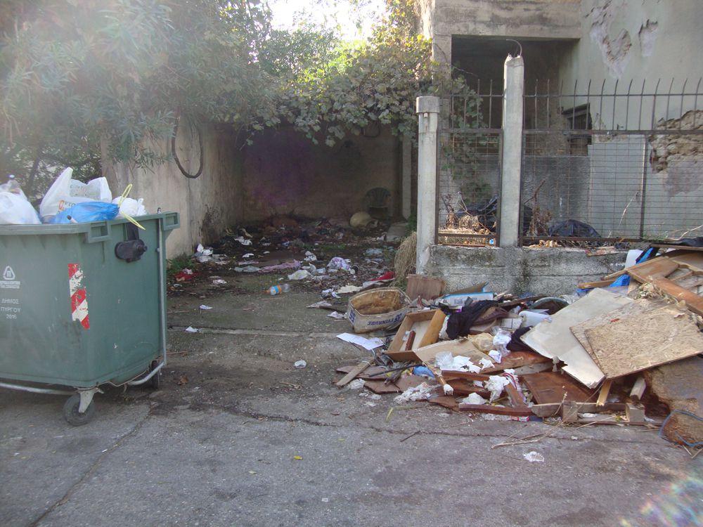 """""""Ο Πύργος όλοι εμείς"""": Αίτημα προς τον Δήμο Πύργου για άκρως επικίνδυνο και με σκουπίδια εγκαταλελειμμένο κτίριο στην πόλη (photos)"""