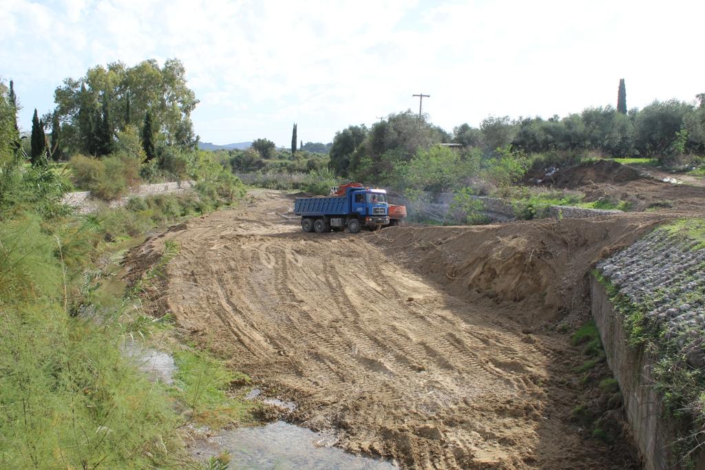 Δήμος Ήλιδας: Καθαρίστηκε, μετά από 5 χρόνια, η κοίτη του χειμάρρου της Σοχιάς- «Η Αμαλιάδα γλίτωσε από τον «εφιάλτη» μιας ενδεχόμενης πλημμύρας» (photos)