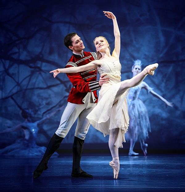 """Αμαλιάδα: """"Ο ΚΑΡΥΟΘΡΑΥΣΤΗΣ"""" του P.I TCHAIKOVSKY από τα κορυφαία Μπαλέτα του Θεάτρου Μόσχας στις 14 Δεκεμβρίου στο Δημοτικό Θέατρο Αμαλιάδας"""