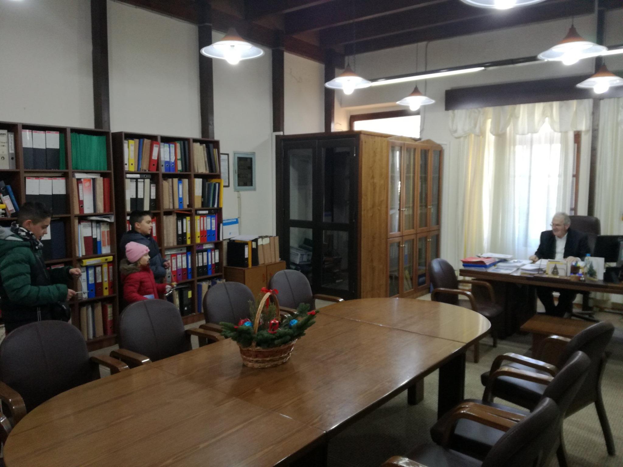 Κρέστενα: Πρωτοχρονιάτικα κάλαντα στον Δήμαρχο Ανδρίτσαινας-Κρεστένων Σάκη Μπαλιούκο