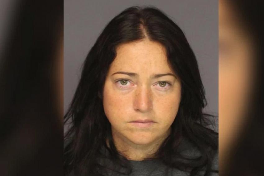 40χρονη Δασκάλα σε Γυμνάσιο κατηγορείται για σεξουαλικές επαφές με έξι έφηβους μαθητές (photo)