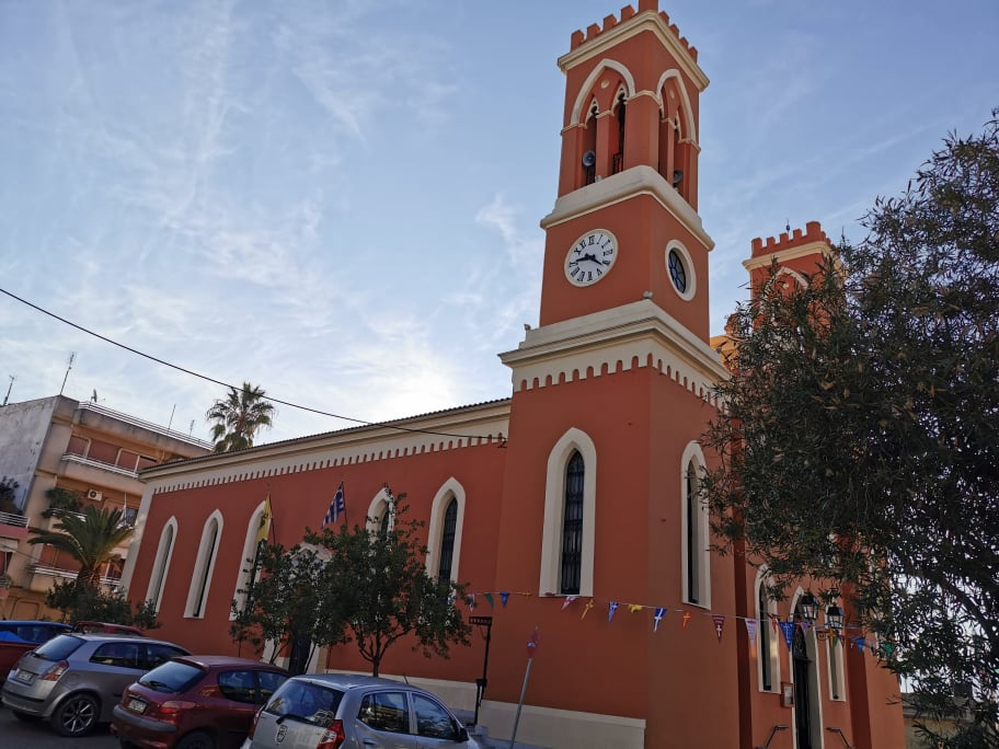 Πύργος: Με Ιεροπρέπεια η ανάβαση της θαυματουργής εικόνας του Πολιούχου Αγίου Χαραλάμπους στον Ι. Ν. Αγ. Κυριακής (photos)