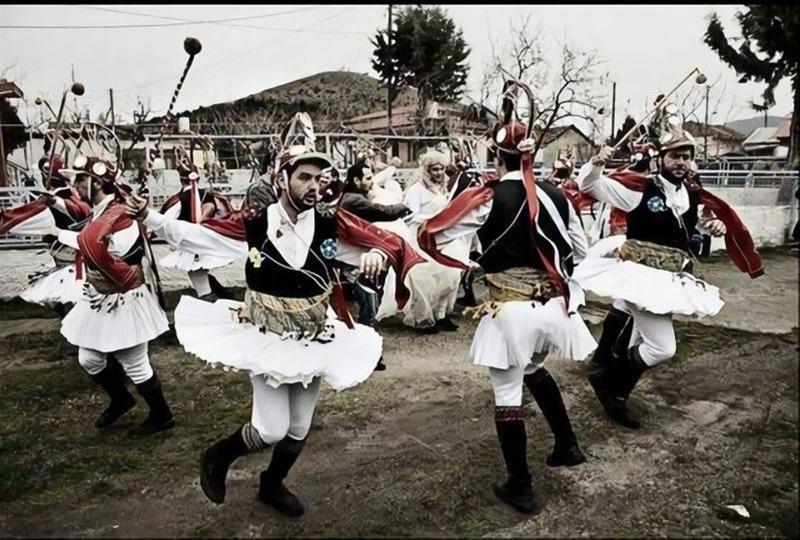Στο Καρναβάλι Αμαλιάδας οι Μωμόγεροι από την Κοζάνη και ο Βλάχικος Γάμος της Θήβας- ΤοΣάββατο 15 Φεβρουαρίου στην πλατεία Αγίου Αθανασίου