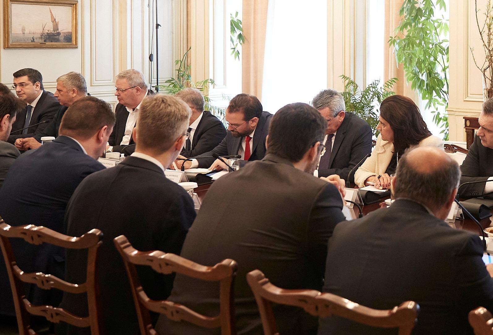 ΠΔΕ- Ν. Φαρμάκης: «Ύψιστο το διακύβευμα προστασίας της δημόσιας υγείας» - Ο Περιφερειάρχης συμμετείχε στην σύσκεψη υπό του Πρωθυπουργού κ. Μητσοτάκη στο Μέγαρο Μαξίμου (photos)