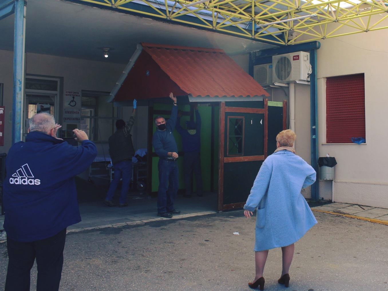 Αμαλιάδα: Έστησαν περίπτερο στην είσοδο της Νοσηλευτικής Μονάδας για προστασία προσωπικού και ασθενών από τον κορωνοιό (photos)