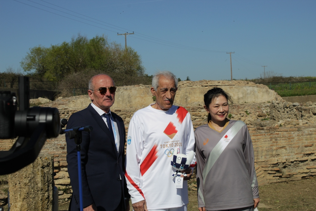 Υποδέχθηκαν την Φλόγα στην Αρχαία Ήλιδα - Τι ανέφεραν στις ομιλίες τους ο Δήμαρχος Ήλιδας Γ. Λυμπέρης και η εκπρόσωπος της Οργανωτικής Επιτροπής από την Ιαπωνία (photos)