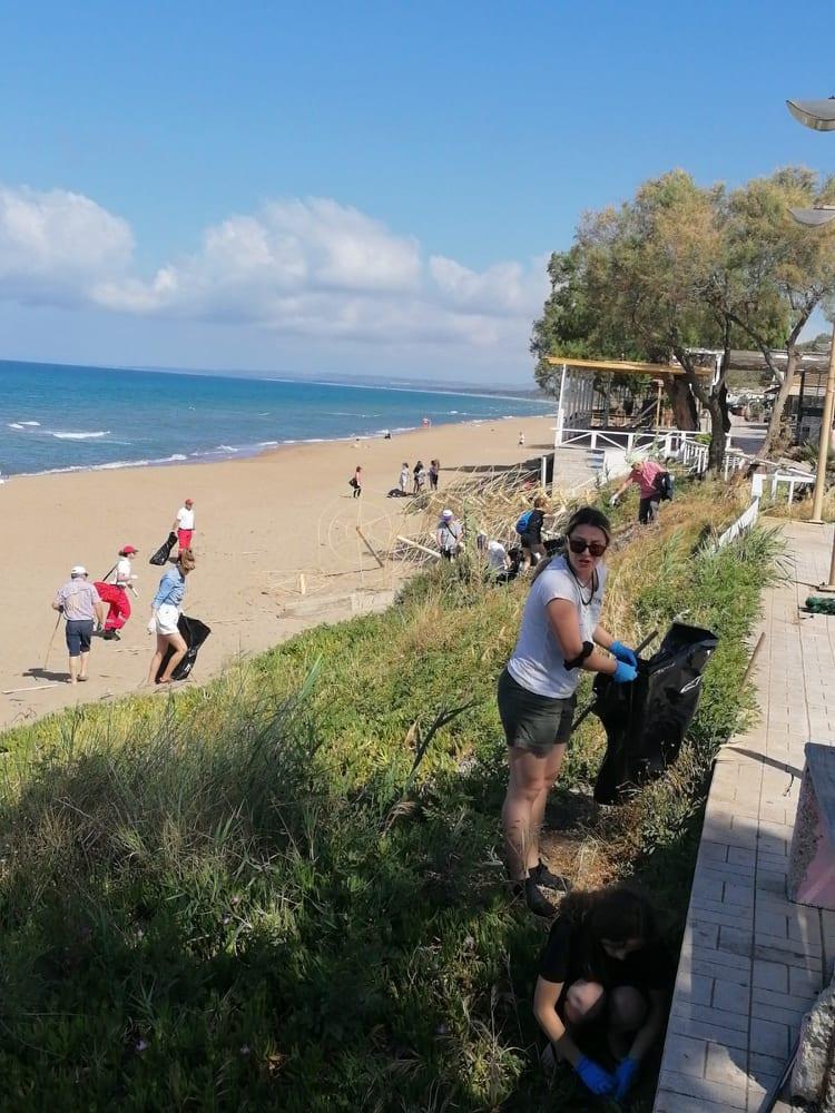 """Από τον Σύλλογο """"Ο Μωριάς», τον Ερυθρό Σταυρό και τον Δήμο Ήλιδας: Εθελοντικός καθαρισμός της παραλίας στην Κουρούτα (photos)"""