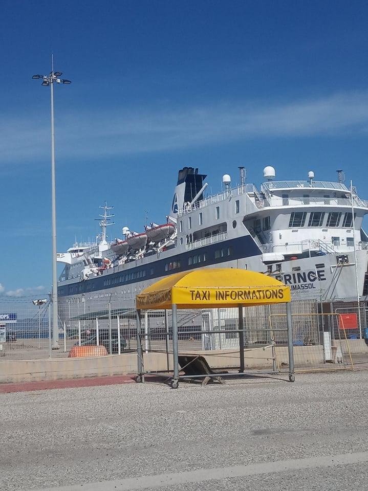 """Λιμάνι Κατακόλου: """"TAXI INFORMATIONS"""" αντί του σωστού """"TAXI INFORMATION"""" (Photo)"""