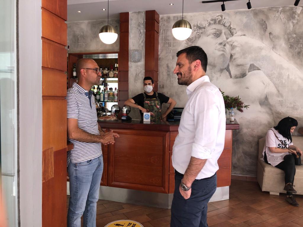 """Επίσκεψη Α. Νικολακόπουλου στην αγορά του Πύργου: """"Ακούμε την αγωνία του εμπορικού κόσμου"""" (photos)"""