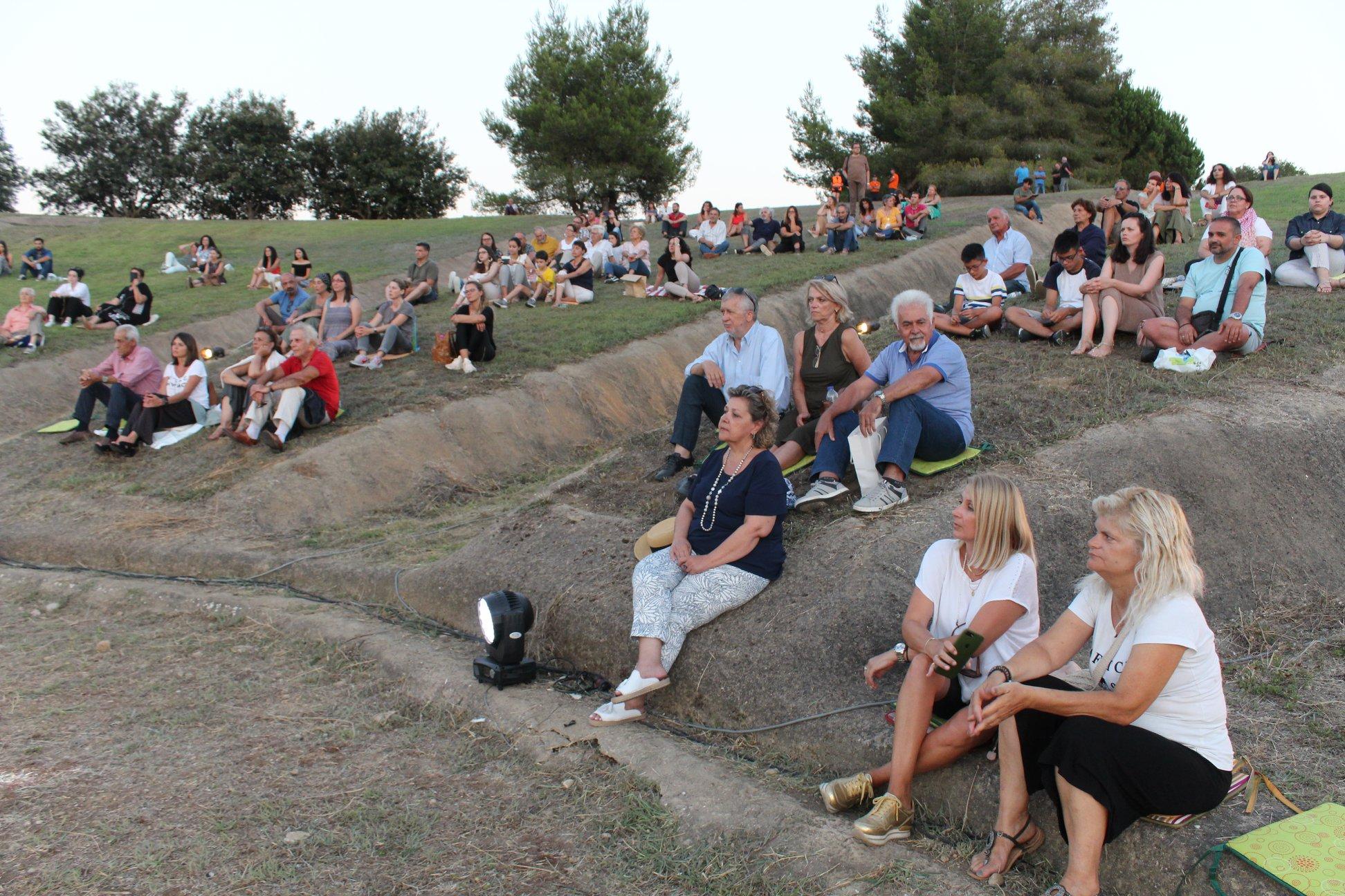 Μαγευτική η μουσική παράσταση «Οι ποιητές μας τραγουδούν» στο Αρχαίο Θέατρο της Αρχαίας Ήλιδας (photos)