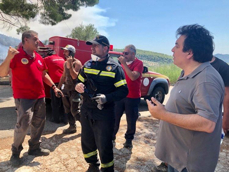Στο μέτωπο της μεγάλης φωτιάς στο Λαντζόι ο Δήμαρχος Πύργου Τάκης Αντωνακόπουλος ( photos-BINTEO)