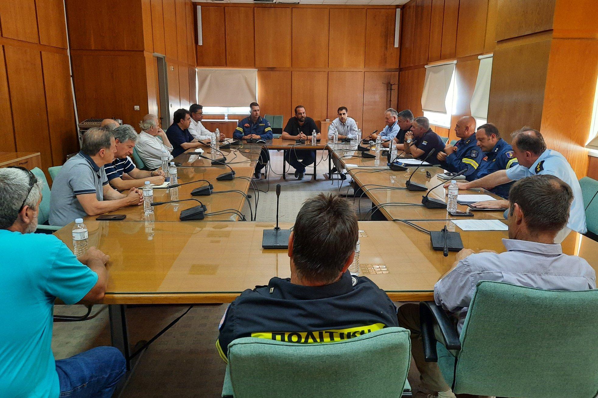 Πύργος: Σύσκεψη στην ΠΕ Ηλείας υπό τον Περιφερειάρχη για τις πυρκαγιές- Νεκτάριος Φαρμάκης: «Παραμένουμε σε διαρκή επιφυλακή, πρώτη προτεραιότητα η προστασία του τόπου μας»