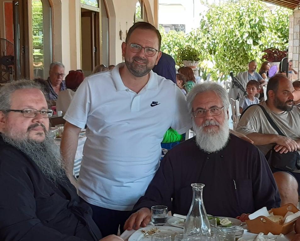 Νίκος Κοροβέσης: Με τους Μητροπολίτες  Ιλίου και Λαρίσης!