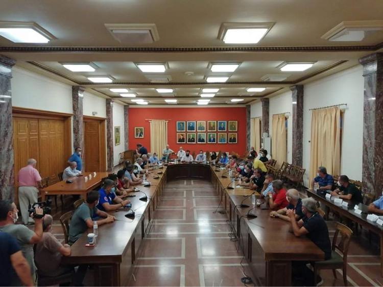 Δήμος Πύργου: «Εδώ και τώρα, αγροτική οδοποιία – ΟΧΙ στις παρεμβάσεις καθυστέρησης» - Σύσκεψη χθες βράδυ στο Λάτσειο Μέγαρο με τους Προέδρους των Τοπικών Κοινοτήτων