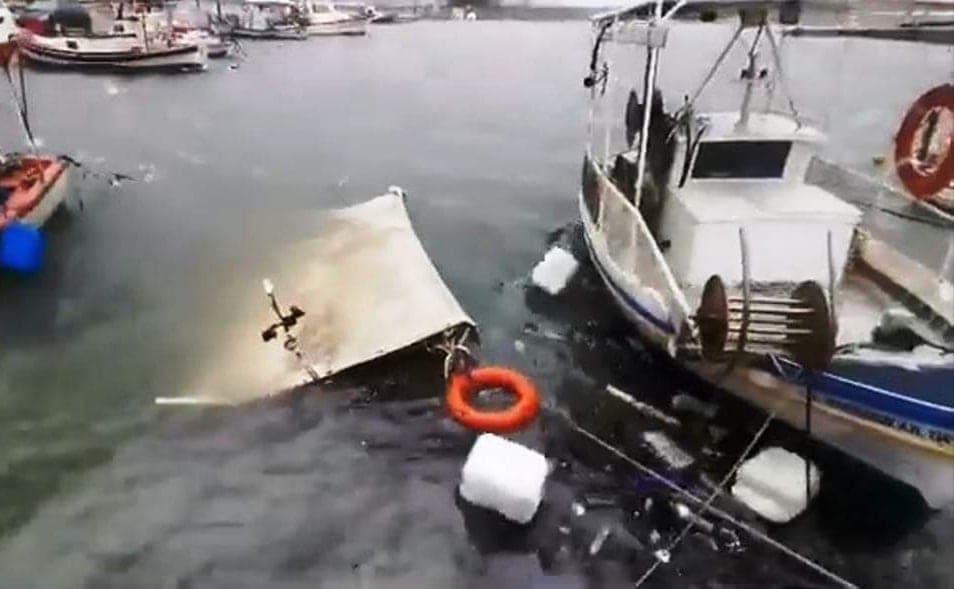 Ηλεία: Αλιευτικό σκάφος βούλιαξε στο λιμανάκι του Παλουκίου από τη σφοδρή κακοκαιρία