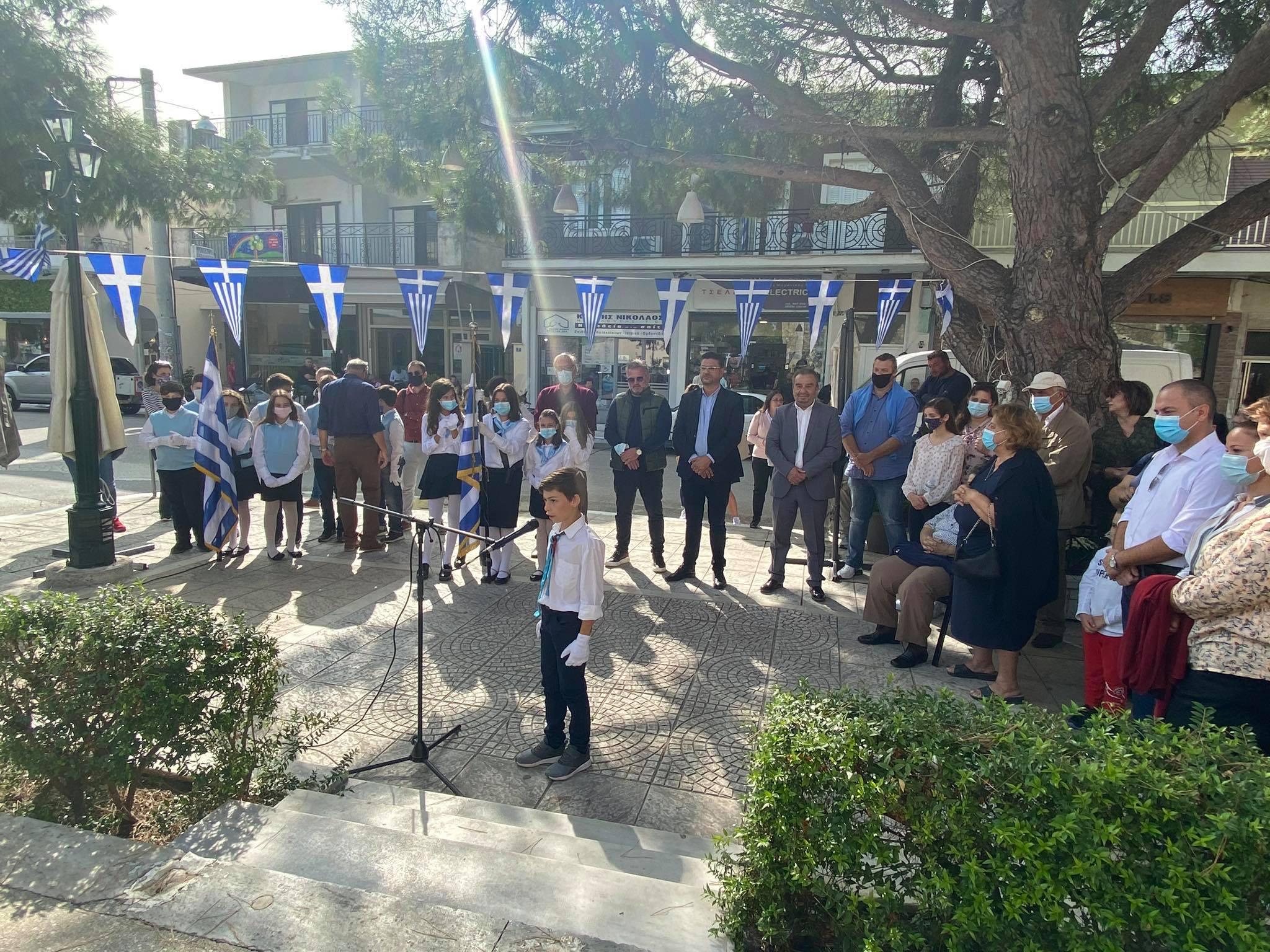 Δήμος Ανδραβίδας-Κυλλήνης: Καταθέσεις στεφάνων υπέρ της μνήμης των ηρώων-αγωνιστών πραγματοποίησαν οι μαθητές των σχολικών μονάδων των Λεχαινών