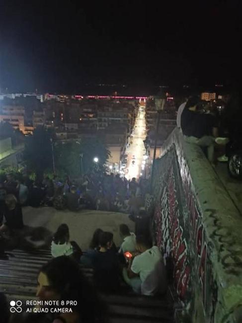 Πάτρα: Νύχτα... κυνηγητού -Η ΕΛ.ΑΣ. καθάριζε, οι νέοι άλλαζαν στέκι - Γέμισαν ξανά οι σκάλες της πόλης καθώς τους έδιωξαν από Αγίου Νικολάου και πλημμύρισαν τις σκάλες της Πατρέως και της Γεροκωστοπούλου