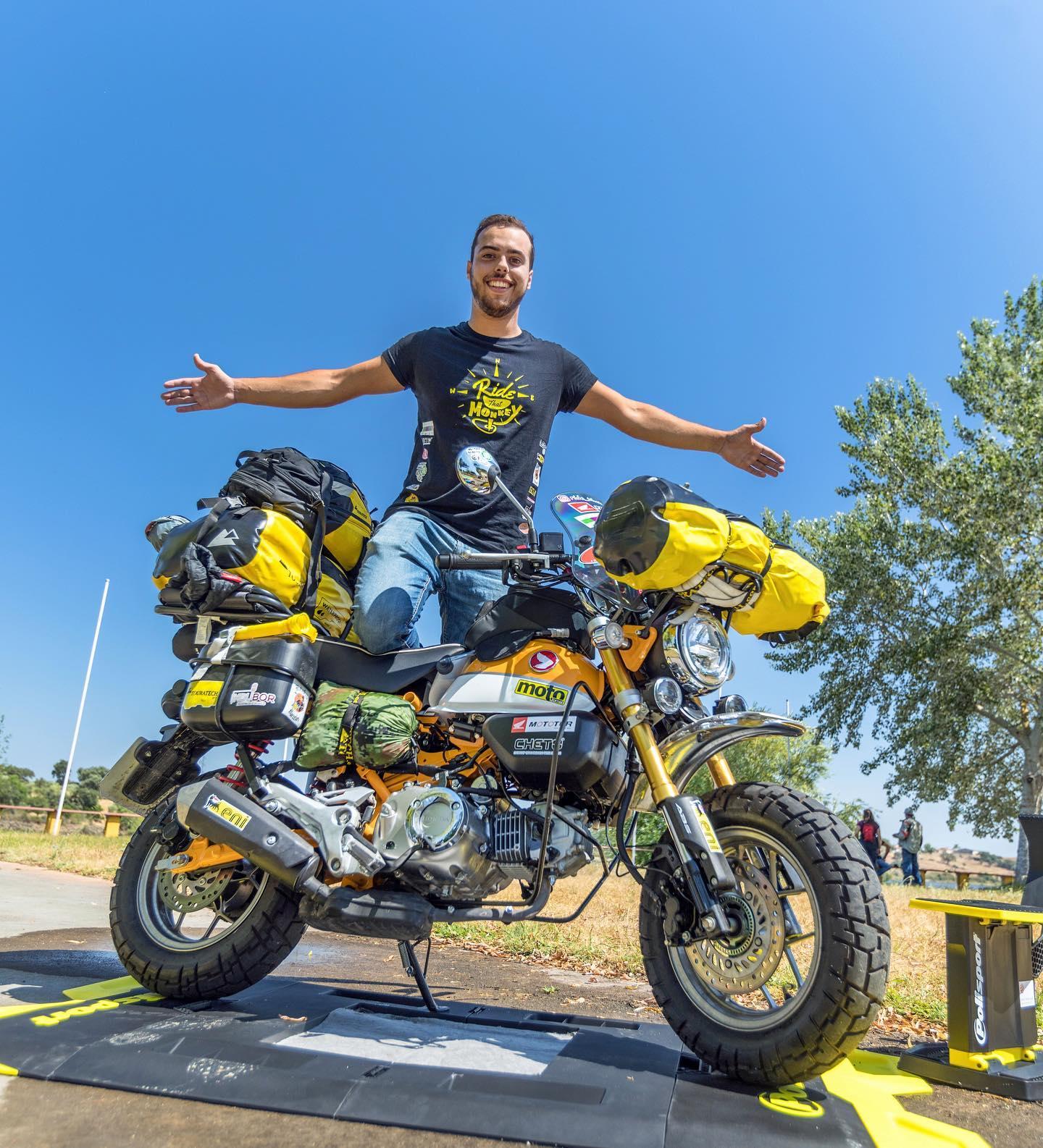 Η Ολυμπία σταθμός ενός διαφορετικού γύρου του Κόσμου- 24χρονος Πορτογάλοςμοτοσικλετιστής κυνηγά το Ρεκόρ Guinness