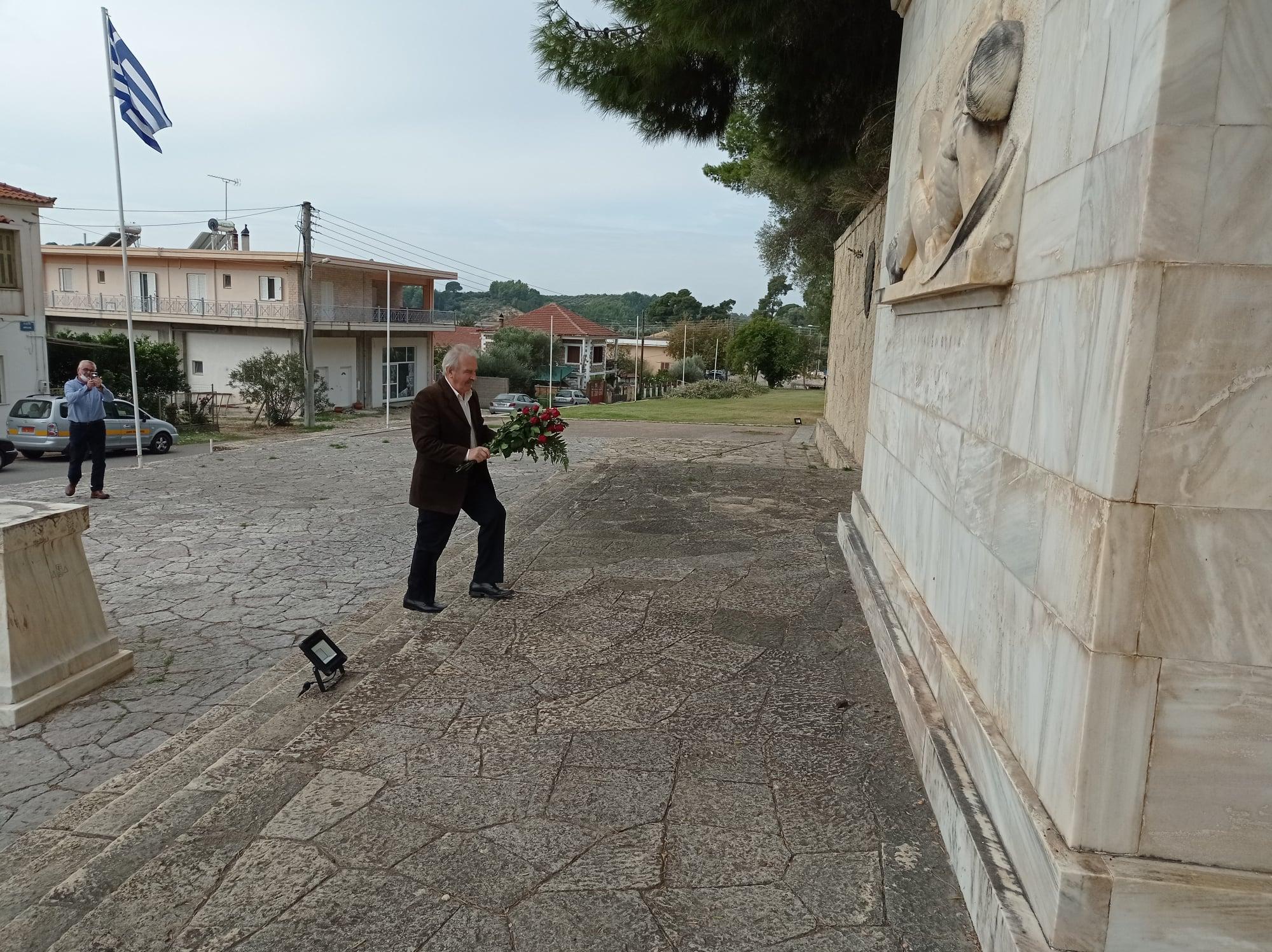 Δήμος Ανδρίτσαινας-Κρεστένων: Κατάθεση στεφάνων προς τιμήν των αγωνιστών του Πολυτεχνείου
