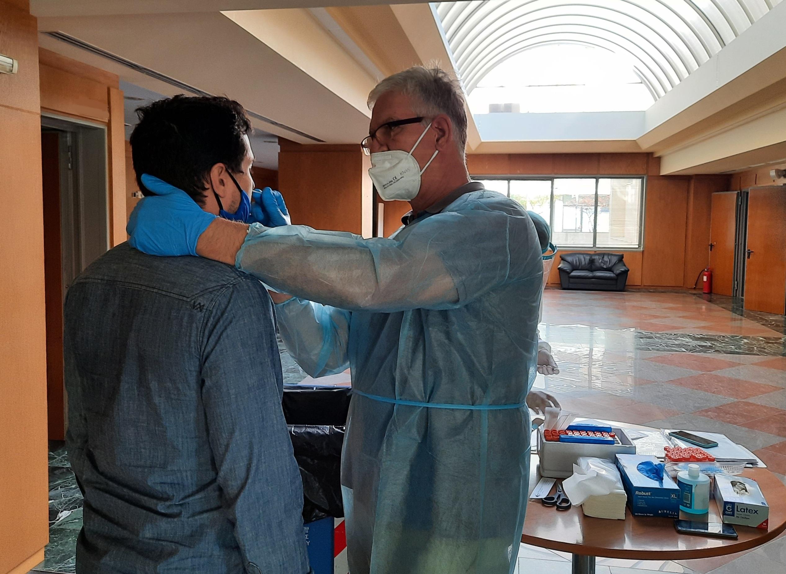 Πύργος: Προληπτικός έλεγχος μοριακής ανίχνευσης για τον Covid – 19 στους εργαζόμενους της Π.Ε Ηλείας