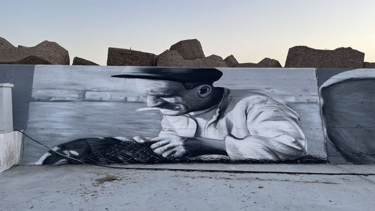 Ν. Κοροβέσης: «Ομορφαίνουμε τον τόπο»- Γιγαντιαίο γκράφιτι 300 μέτρων στο λιμάνι της Κυλλήνης (photos-ΒΙΝΤΕΟ)