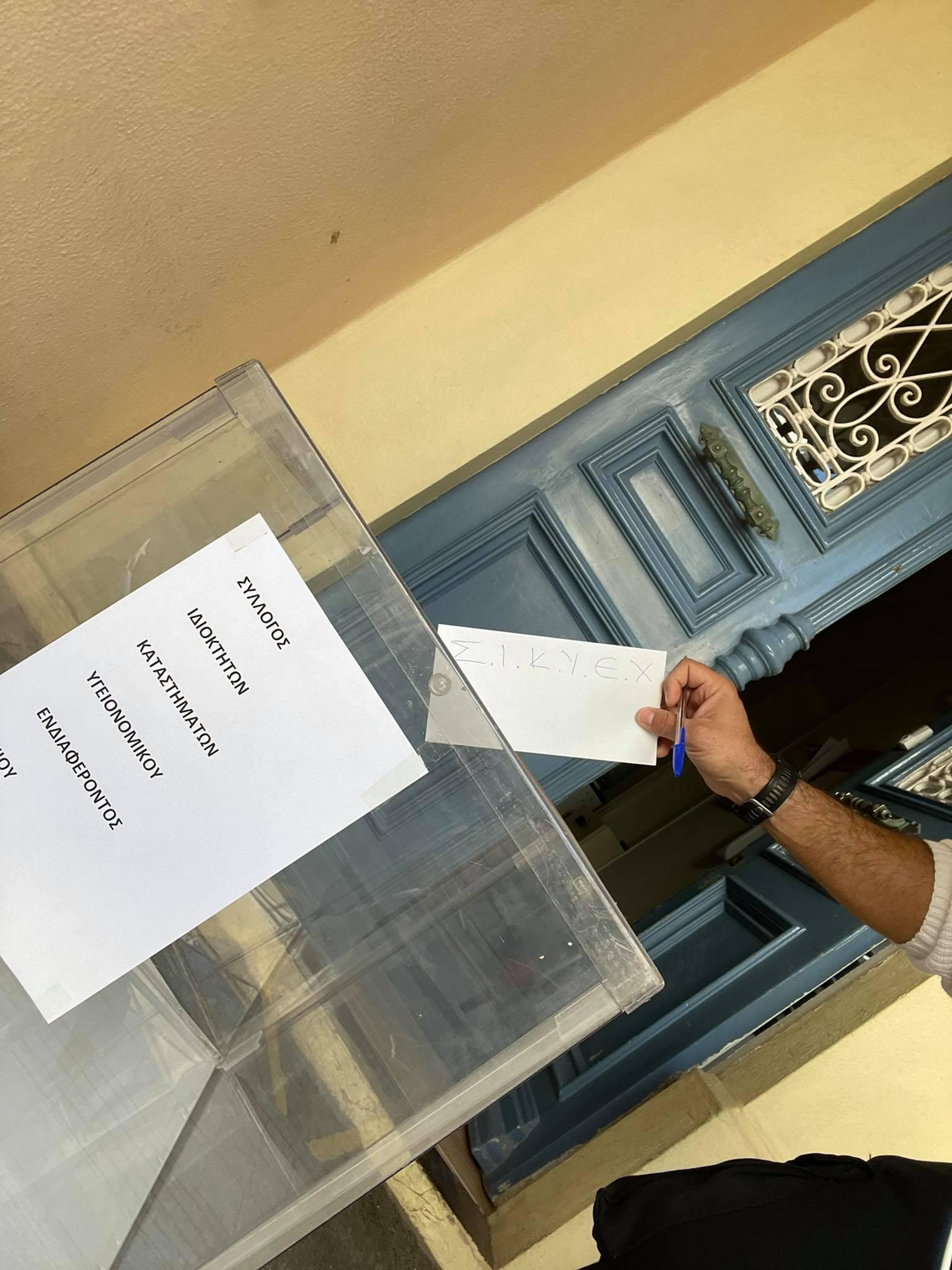 Εστίαση: Οι επιχειρηματίες «παρέδωσαν» τα κλειδιά των καταστημάτων – Κινητοποίηση στο Σύνταγμα και σε πολλές πόλεις της Χώρας- Και στον Πύργο (photos)