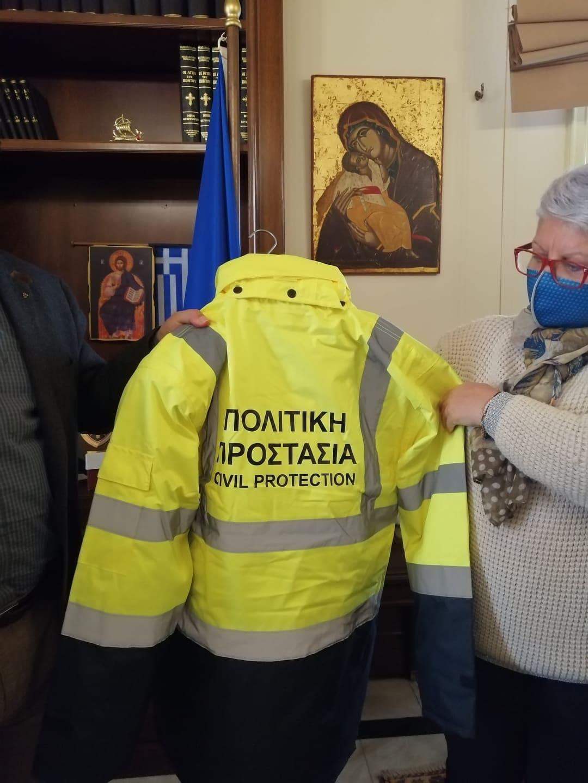 Δήμος Πύργου: Παρέλαβε 15 στολές της Πολιτικής Προστασίας δωρεά του εφοπλιστή Αθανάσιου Μαρτίνου