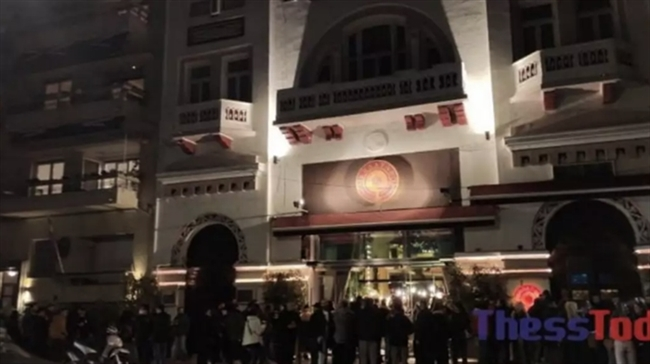 """Το αδιαχώρητο στη Θεσσαλονίκη για ένα ποτό take away"""" - Απίστευτες εικόνες συνωστισμού"""