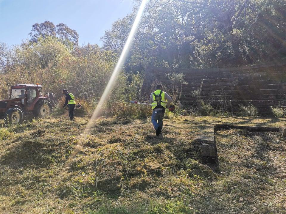 Δήμος Ανδραβίδας-Κυλλήνης: Καθαρισμός του περιβάλλοντα χώρου των Ιαματικών Λουτρών Κυλλήνης (photos)