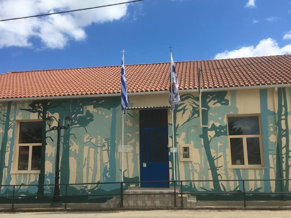 Δημοτικό Σχολείο Λάλα «ΓΕΩΡΓΑΚΗΣ ΠΛΑΠΟΥΤΑΣ»: Η μυθολογία του τόπου ξεδιπλώνεται σε τοιχογραφία στην πρόσοψη του σχολείου (photos)