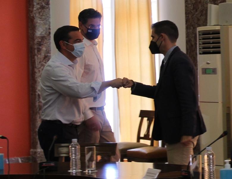 Ο Πρόεδρος του ΣΥΡΙΖΑ-ΠΣ Αλέξης Τσίπρας από τον Πύργο: Ξεγραμμένη από τον χάρτη η Ηλεία – Παντελής αδιαφορία από την κυβέρνηση- Ούτε το 2026 θα είναι έτοιμο το Πάτρα-Πύργος- Θα καταργήσουμε τις αποφάσεις που κλείνουν τις σχολές στην Ηλεία  (Photos-ΒΙΝΤΕΟ)