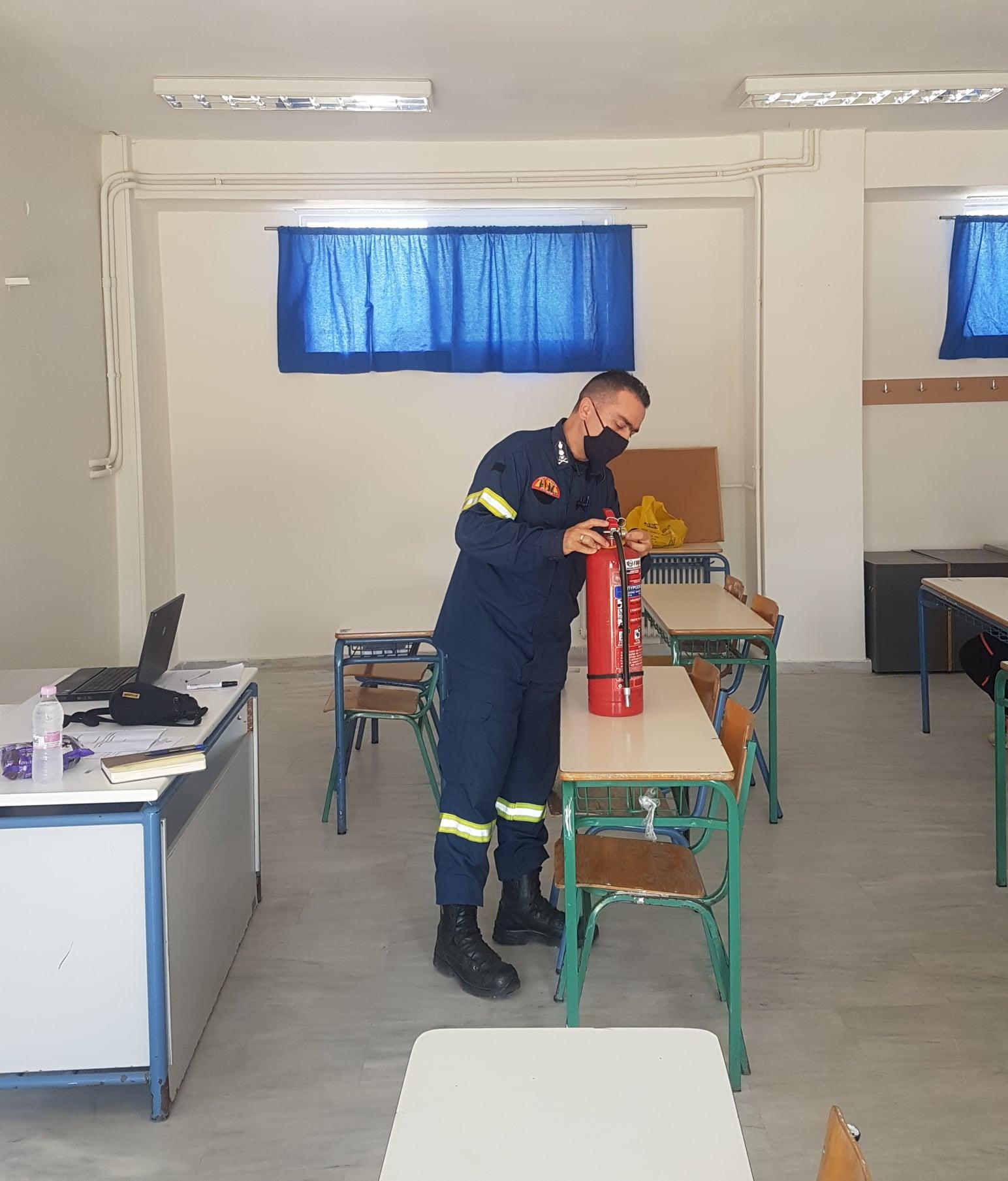 Γυμνάσιο Λεχαινών: Ενημέρωση από την Πυροσβεστική Υπηρεσία για την πυρασφάλεια