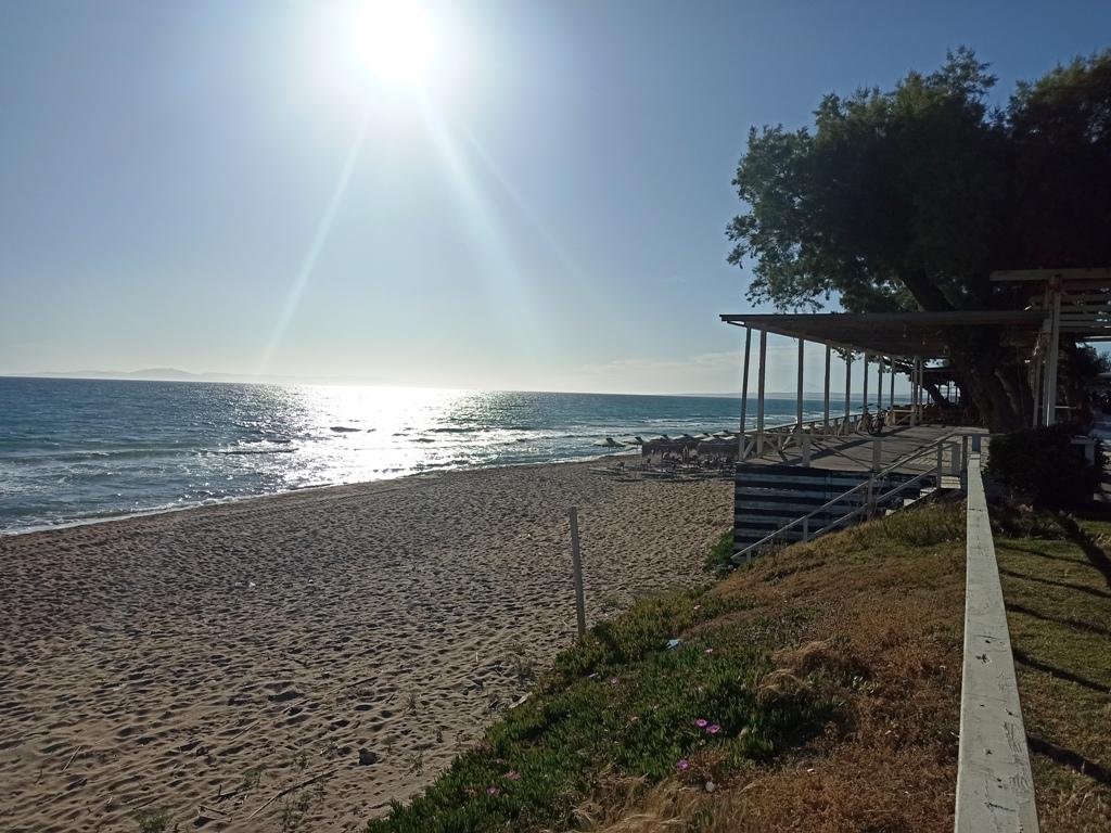 Δήμος Ήλιδας: «Επέστρεψε» η Γαλάζια Σημαία στην παραλία της Κουρούτας- Γ. Λυμπέρης : «Δημοπρατήθηκε σήμερα και το μεγάλο έργο προϋπολογισμού 5,2 εκ ευρώ για την προστασία της ακτής και τον εξωραϊσμό του οικισμού»
