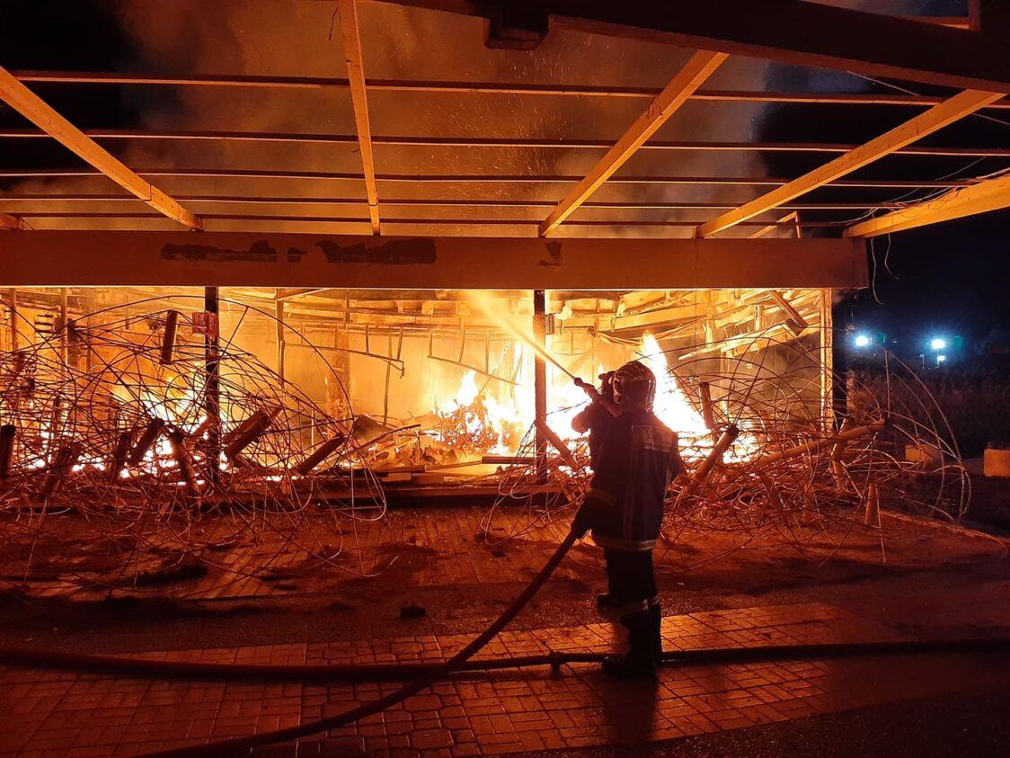 Ηλεία: Καταστράφηκε ολοσχερώς τη νύχτα από πυρκαγιά το καφε - bar «Thalassa» στην Κουρούτα!