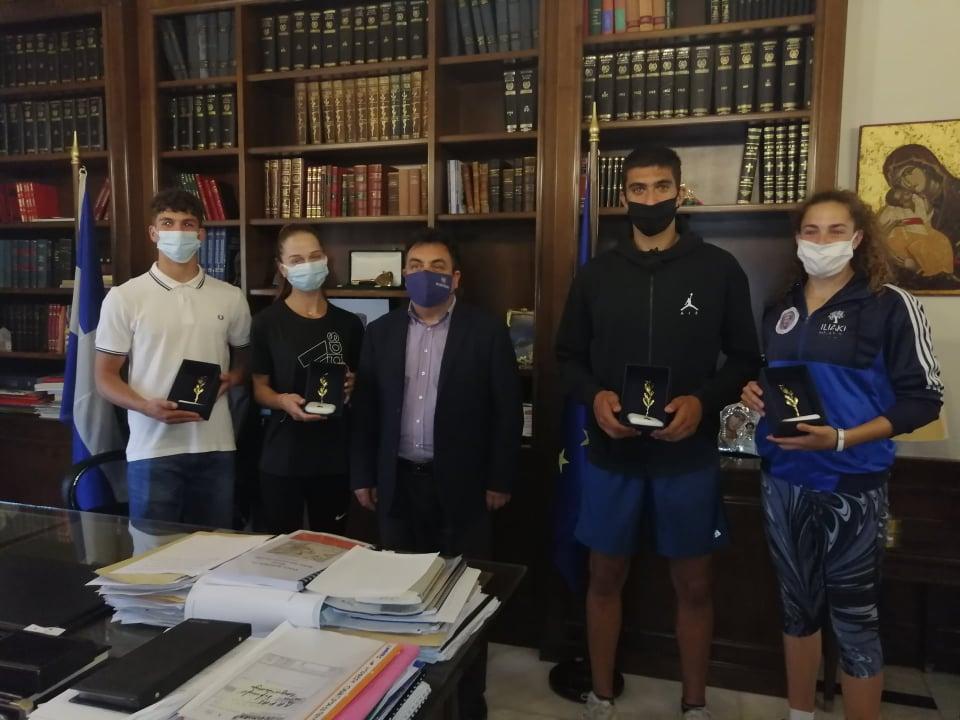 Ο δήμαρχος Πύργου τίμησε τους νέους πρωταθλητές της πόλης- Αντωνακόπουλος: «Οι αθλητές μας είναι άξιοι θαυμασμού και παράδειγμα σε όλους» (photos)