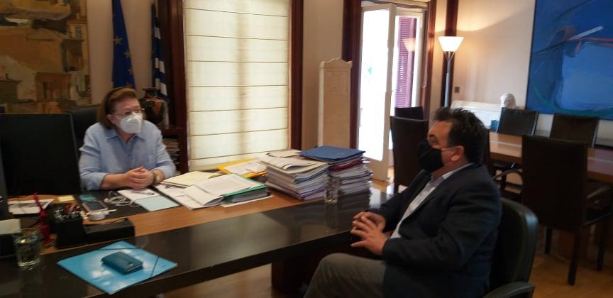 Επίσκεψη του Δημάρχου Πύργου Παναγιώτη Αντωνακόπουλου στην Υπουργό Πολιτισμού Λίνα Μενδώνη για την ανάδειξη των ιστορικών μνημείων της περιοχής
