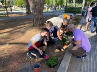 Δήμος Ήλιδας: Λουλούδια για την παγκόσμια ημέρα περιβάλλοντος από τους μαθητές των δημοτικών σχολείων της Αμαλιάδας (photos)