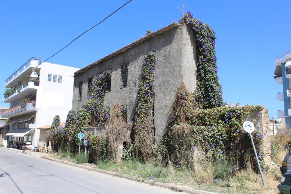 Κλιμάκιο του Υπ. Πολιτισμού στο Δήμο Ήλιδας: «Ψάχνουν» το μισογκρεμισμένο κτίριο επί της οδού Αντωνίου Πετραλιά στην Αμαλιάδα
