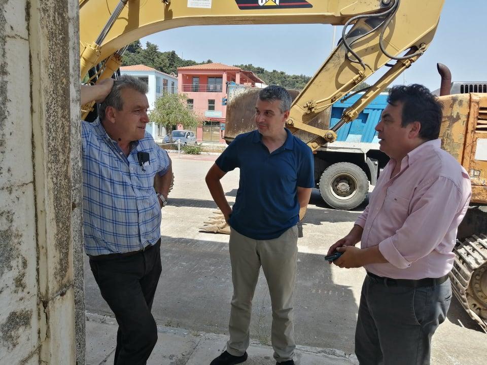 Δήμος Πύργου: Με την κατεδάφιση του Τουριστικού Περιπτέρου ξεκινούν τα έργα της χερσαίας ζώνης στο Κατάκολο (photos)