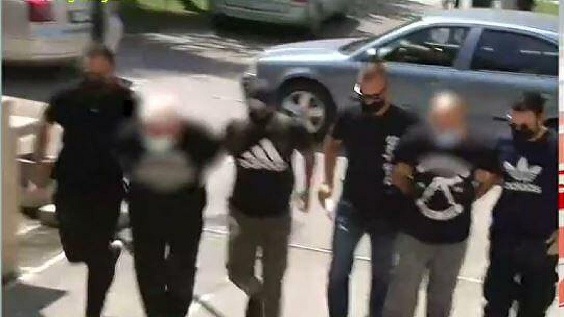 Φρίκη στην Ηλιούπολη: Στον εισαγγελέα ο πατέρας και ο αστυνομικός που κακοποιούσαν και εξέδιδαν τη 19χρονη