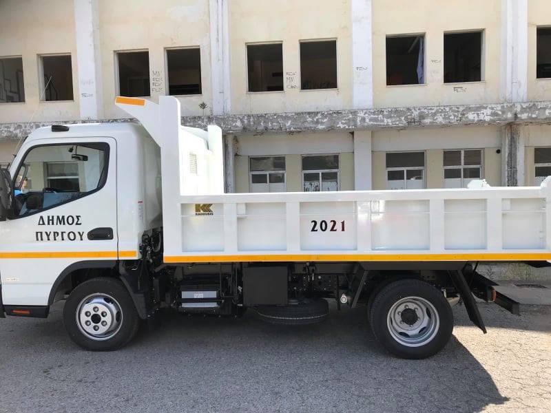 Δήμος Πύργου: Εμπλουτίζεται ο όρχος οχημάτων του Δήμου- Έγινε η παραλαβή ενός νέου φορτηγού