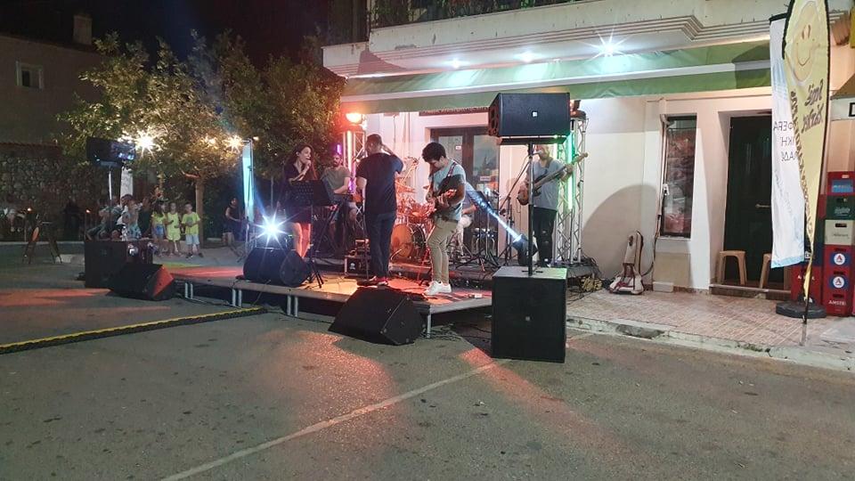 Νίκος Κοροβέσης: Ένα αξέχαστο μουσικό ταξίδι» με τους BANDA MORENA στην μικρή πλατεία του Κακόβατου (photos)